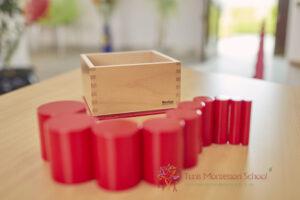 photos de materiel Montessori de l'école